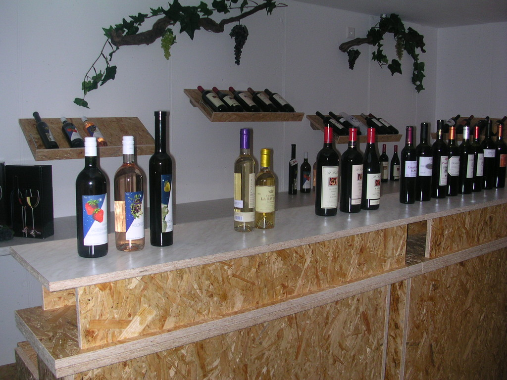 Weindegustation-Bar in OSB