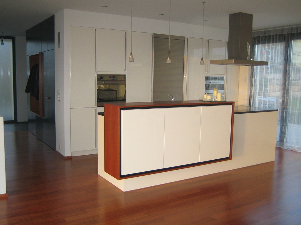 Material: Barsideboard mit lackierter Front