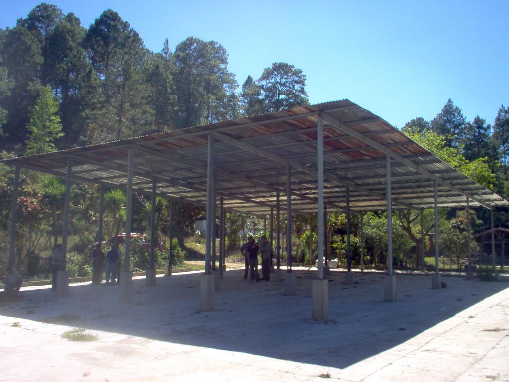 Hallen von COMUCAP zur Zwischenlagerung von Dünger und frisch geerntetem Kaffee