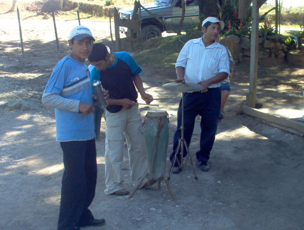 Schlagzeuger der Dorfband, El Mono, Februar 2010