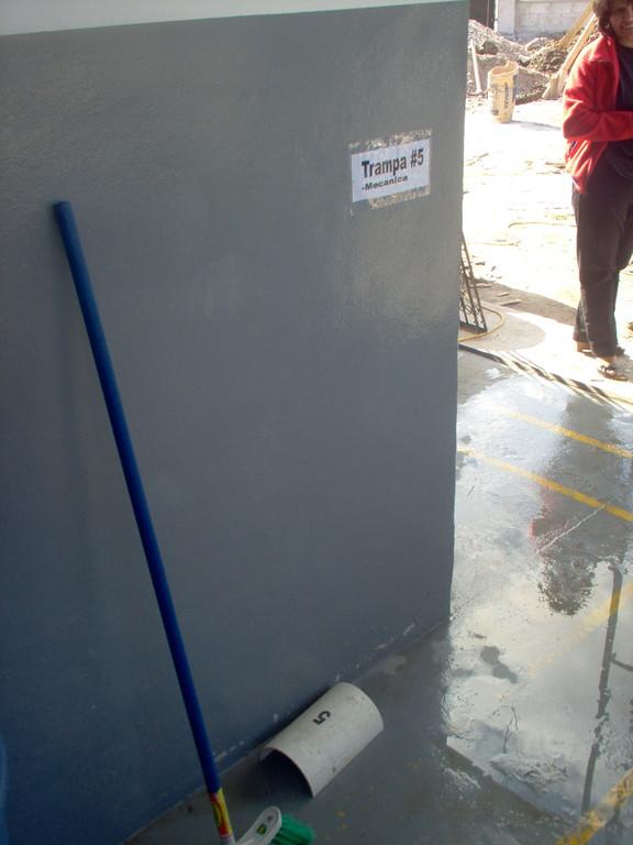Hygienemassnahmen (Rattenfallen) in der Aloevera-Fabrik von COMUCAP