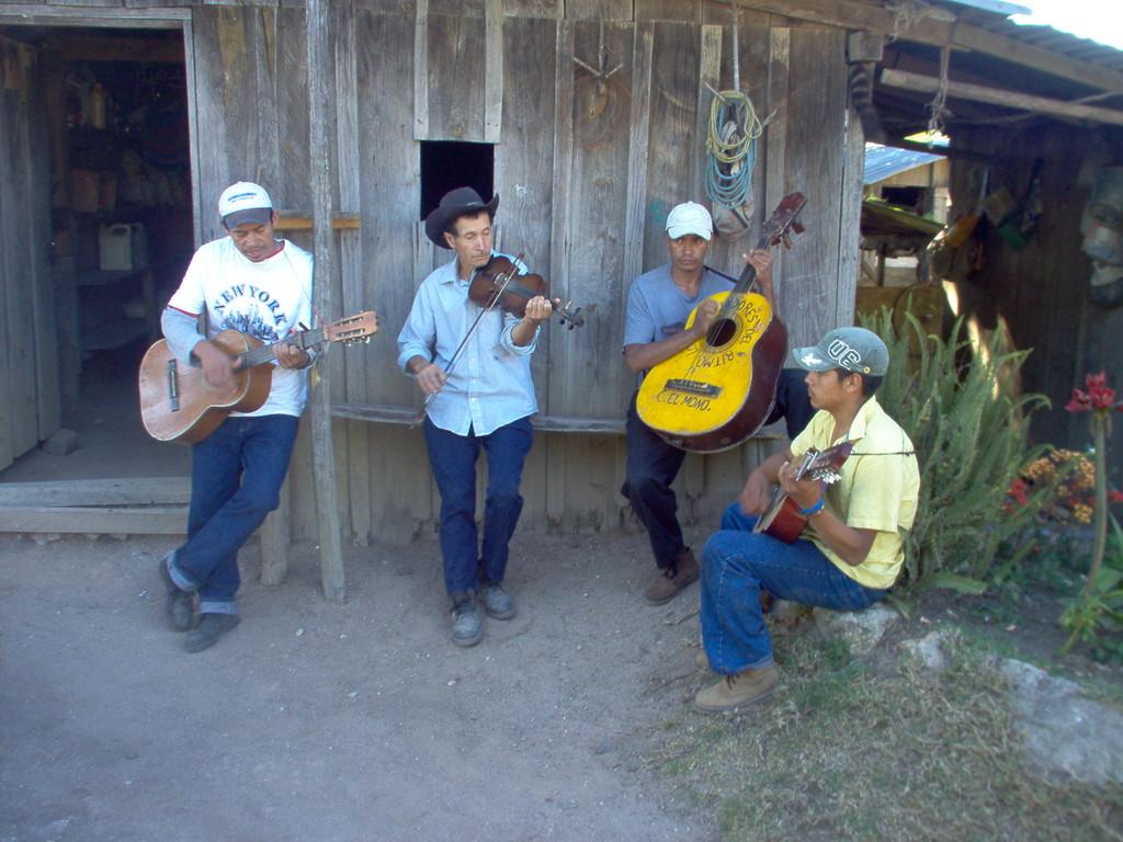 Dorfband in El Mono bei Nahauterique, Februar 2010