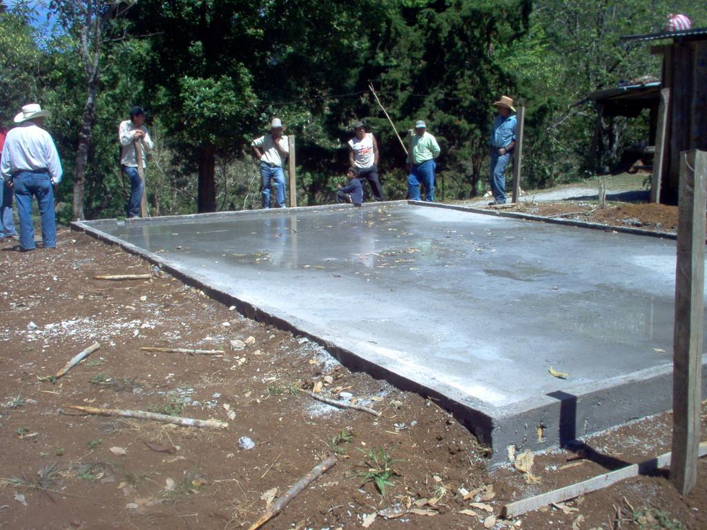 Bau eines Trockenhofes in Nahuaterique, Februar 2010