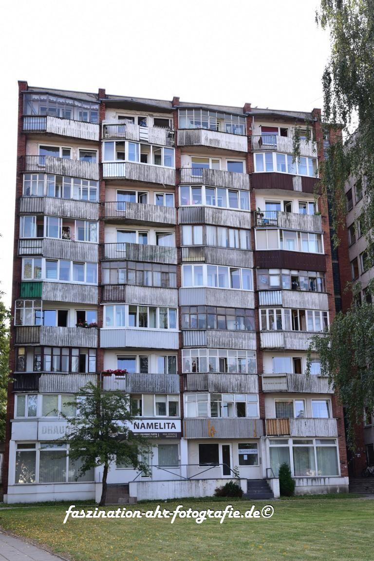 Altes Gebäude im typischen Ostblock-Stil