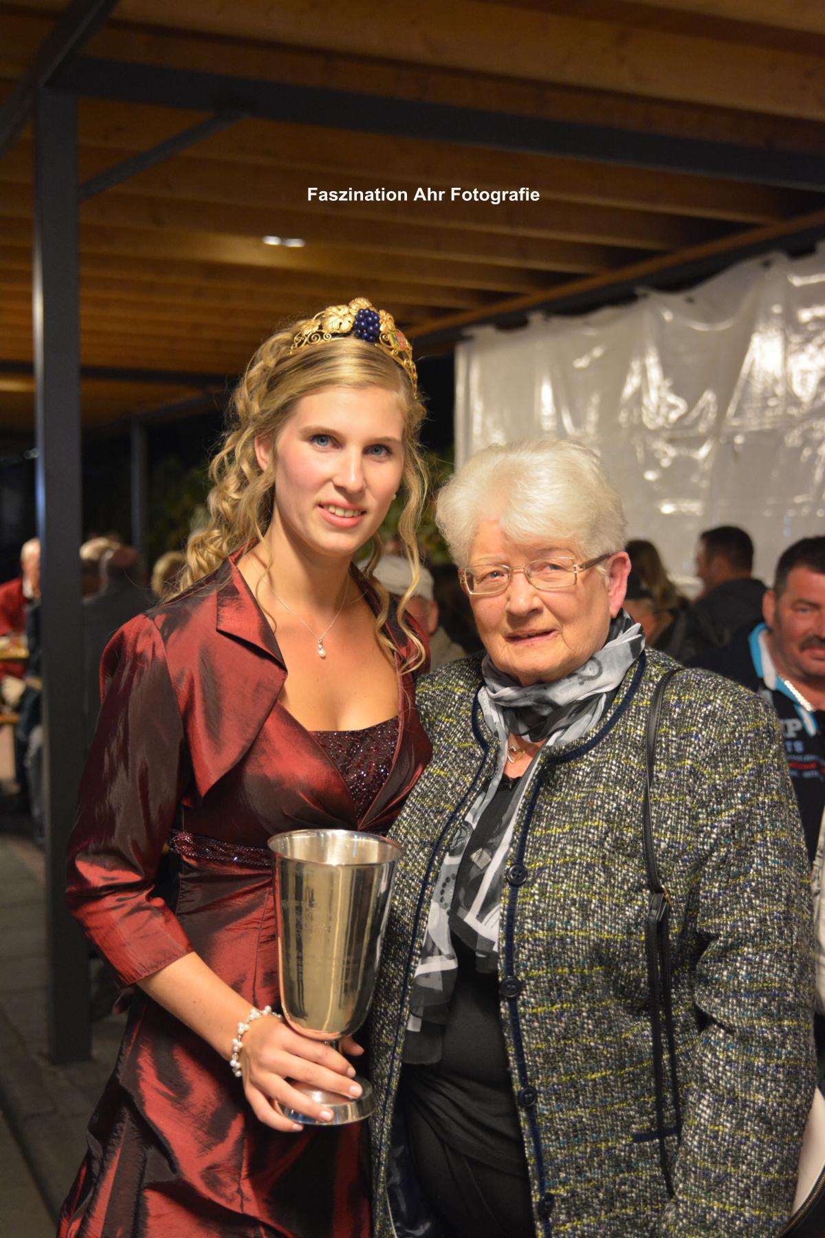 Die stolze Großmutter Käthe Kurth.
