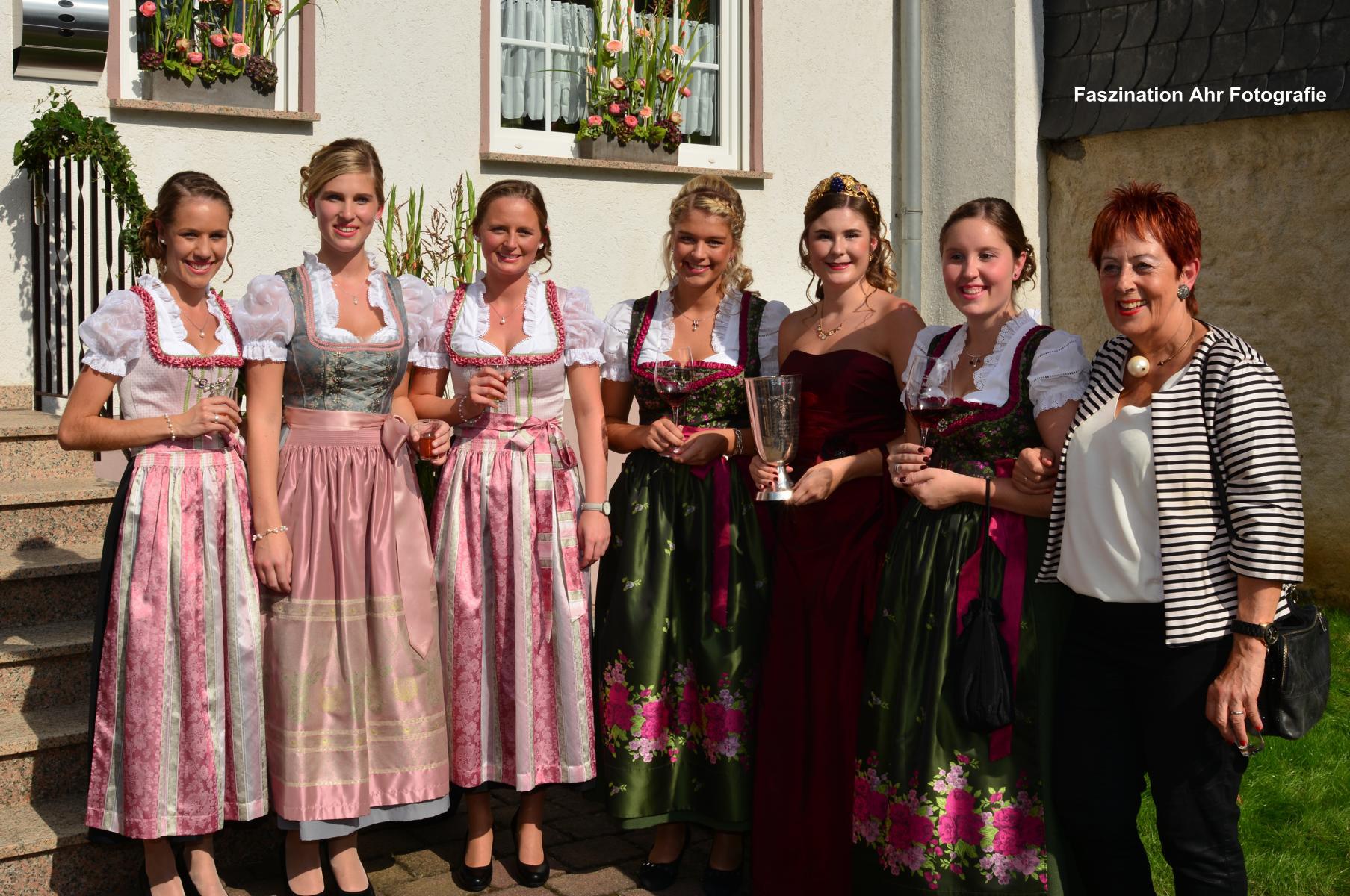 ... und der Vorsitzenden des Verkehrsvereins WeinKulturDorf Dernau, Frau Näkel-Surges