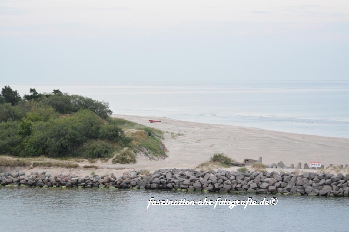 Frühmorgens ist der Strand noch leer