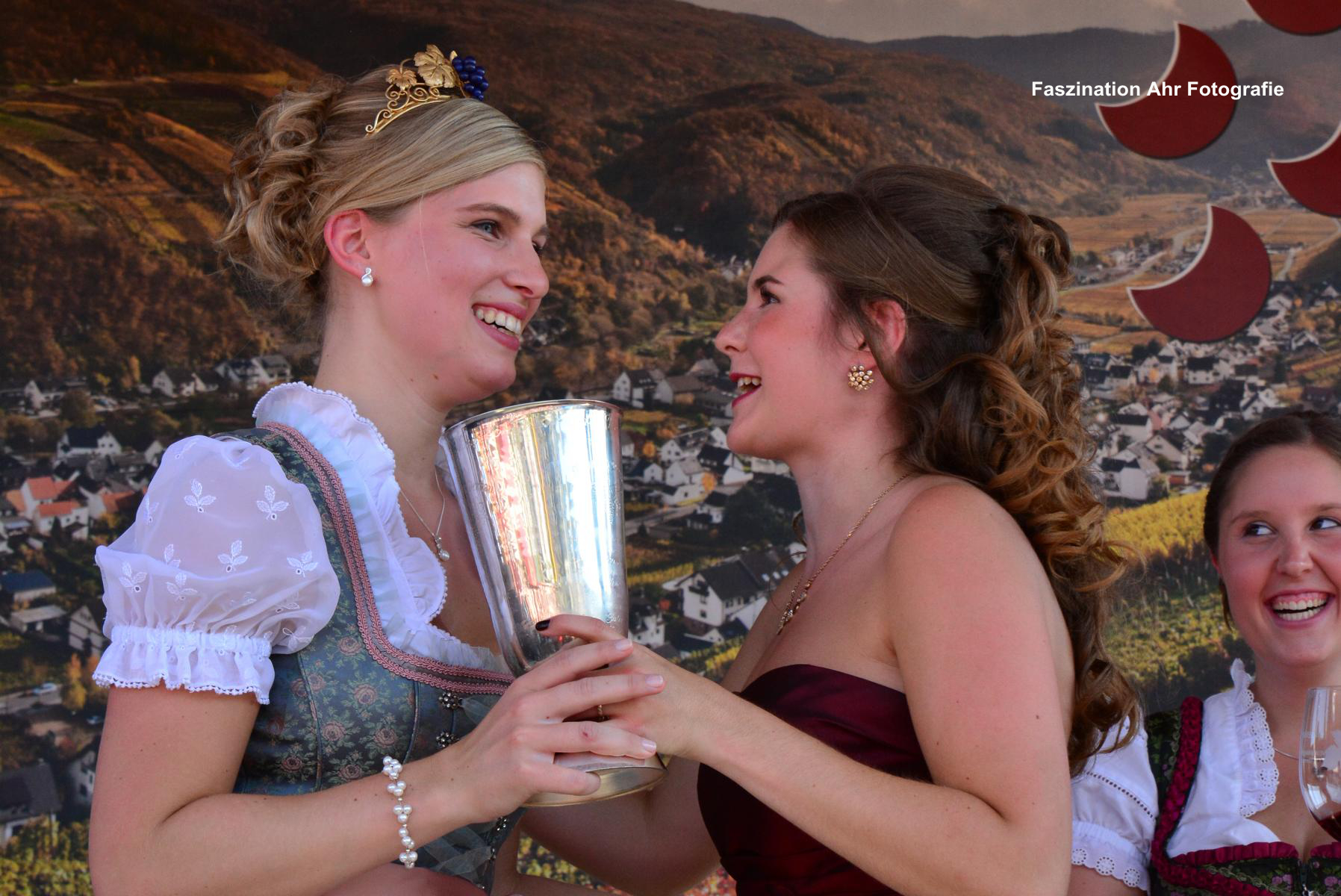 Übergabe des Weinpokals