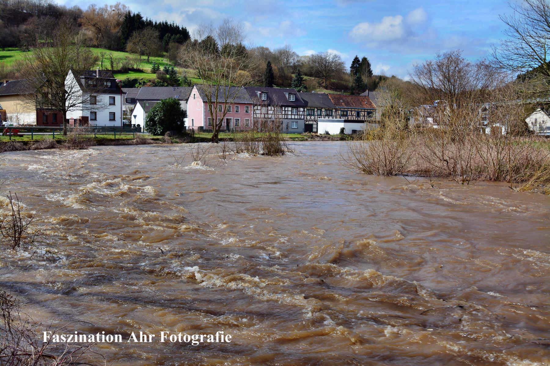 Altenburg: Verdoppelung der Ahrbreite