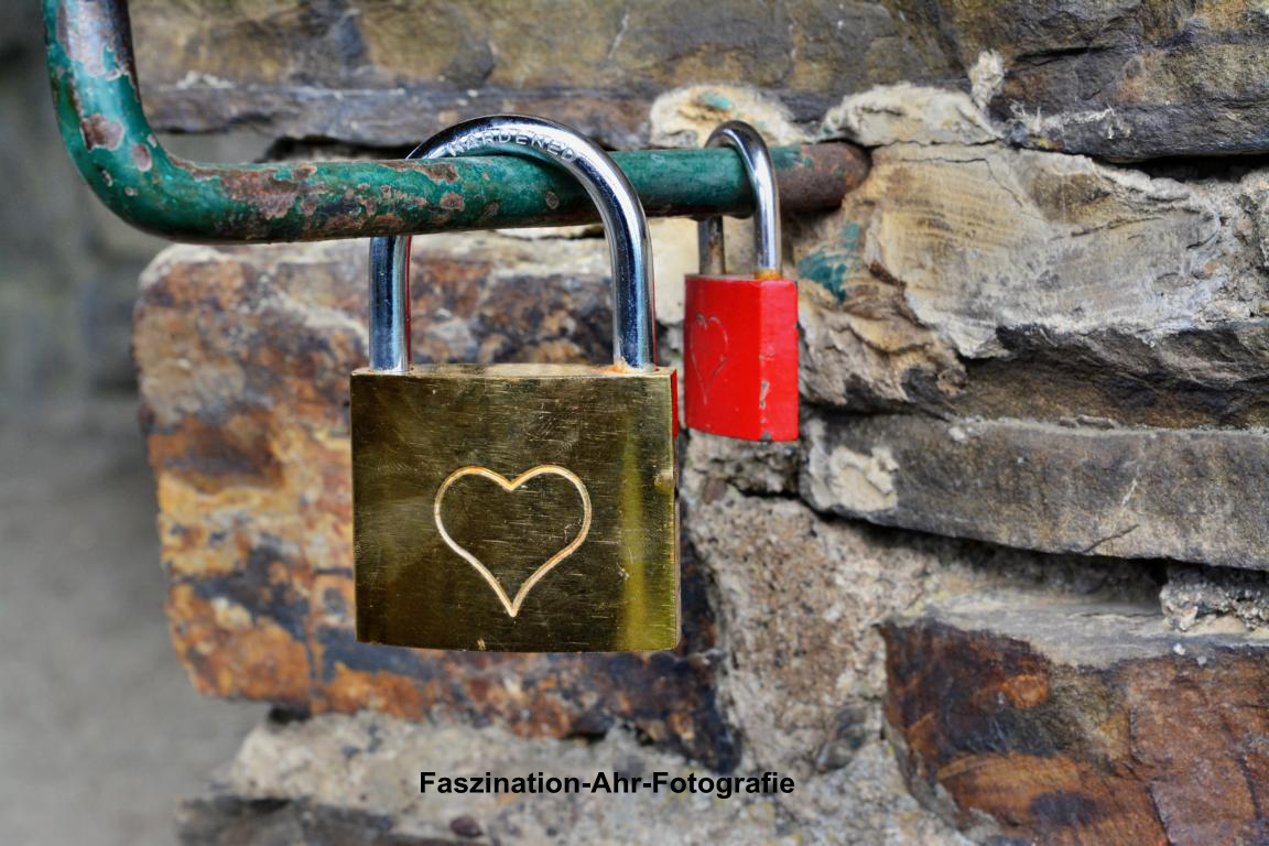 Die Liebe findet immer ein Plätzchen. Es muss nicht immer die Hohenzollern Brücke in Köln sein