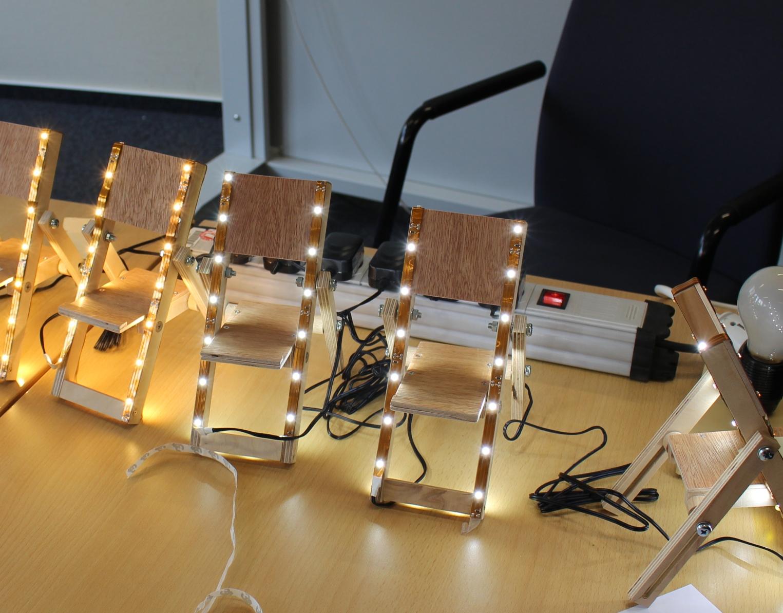 Die fertigen Handy-Liegestühle mit LED-Beleuchtung
