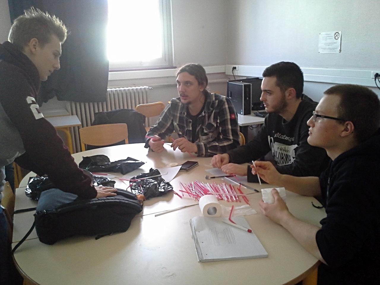 rechts Thorben Grieger, zweiter von links Konrad Steinhauer, BG12, französische Schüler