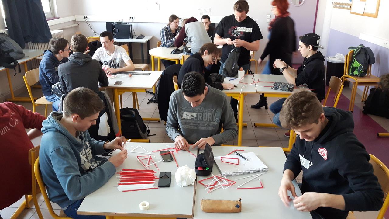 1. die französischen und deutschen Schüler konstruieren die Auffangvorrichtung