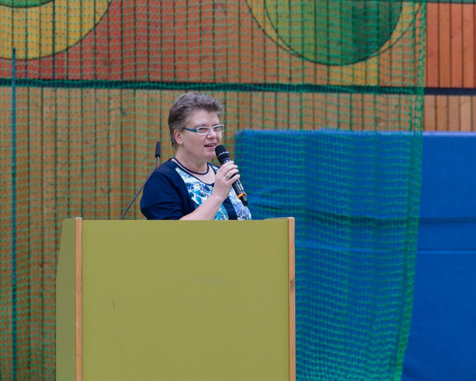Rede von JPRS-Schulleiterin Jutta Tschakert