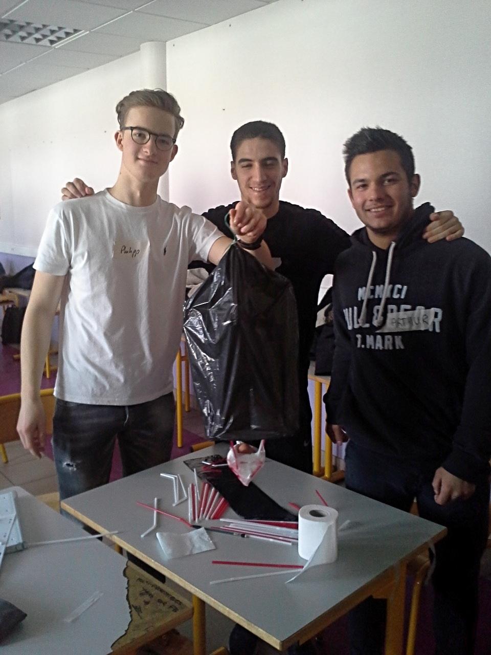 2. links Philipp Leuschner, BG12, rechts französische Schüler