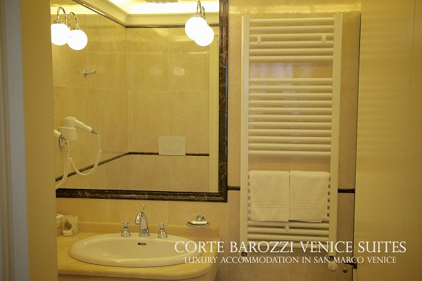Corte Barozzi Venice Suites - bathroom in a double room