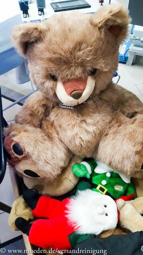 www.mueden.de, Kuscheltierspende, großer Teddy in Saarbasar abgegeben