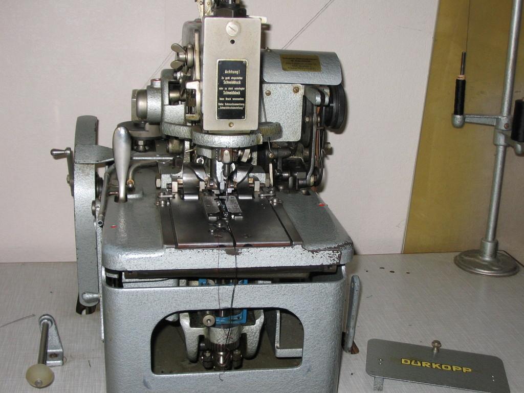 Augenknopflochmaschine