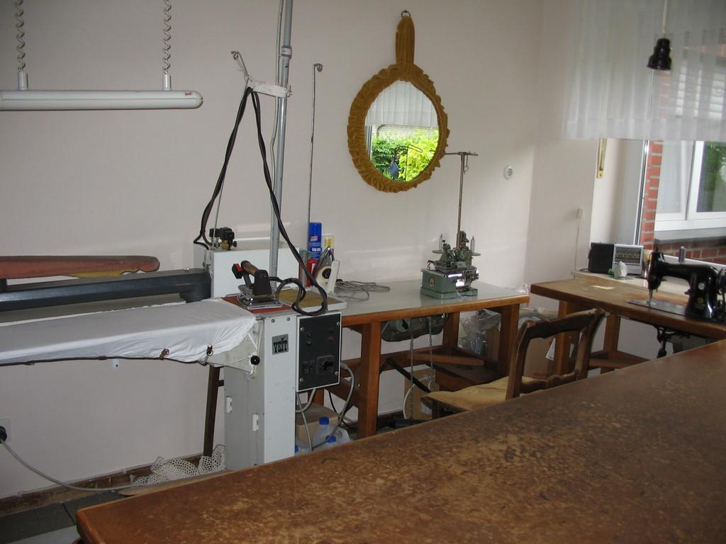 Bügelanlage und Kettelmaschine
