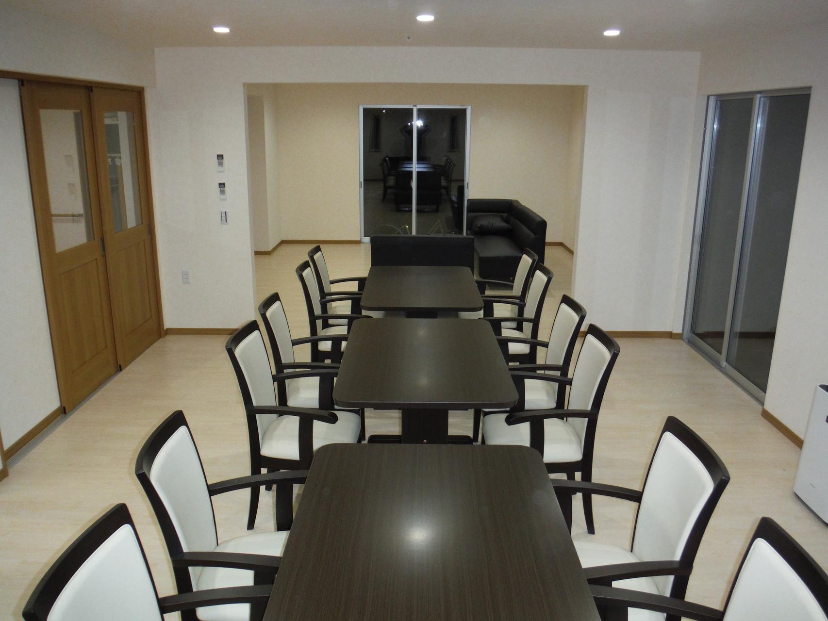 食堂 -明るい雰囲気-