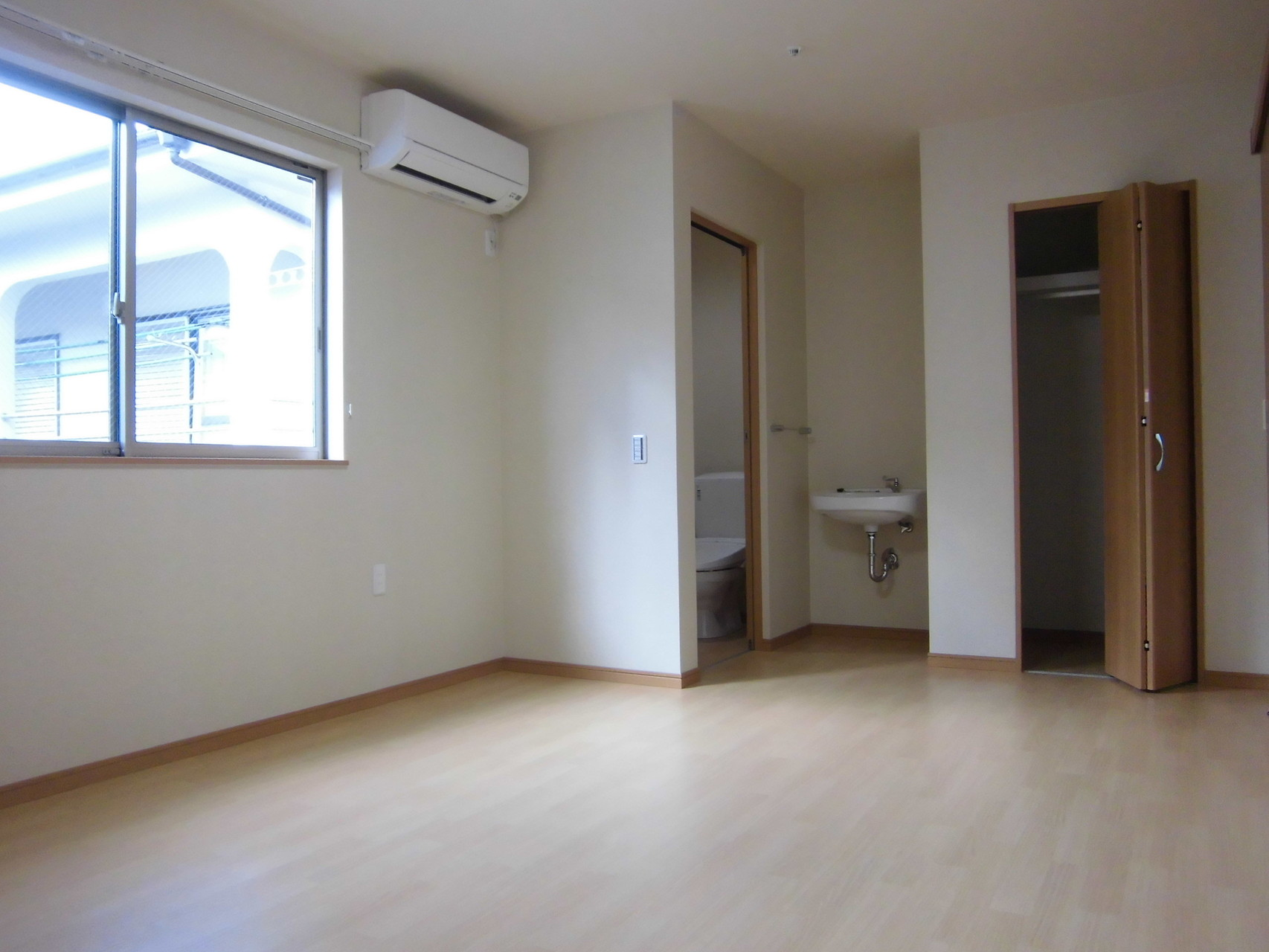 居室(全室洗面台、トイレ、クローゼット、エアコン設置)