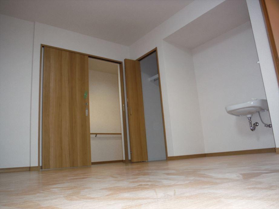 居室1 -引きドア採用-