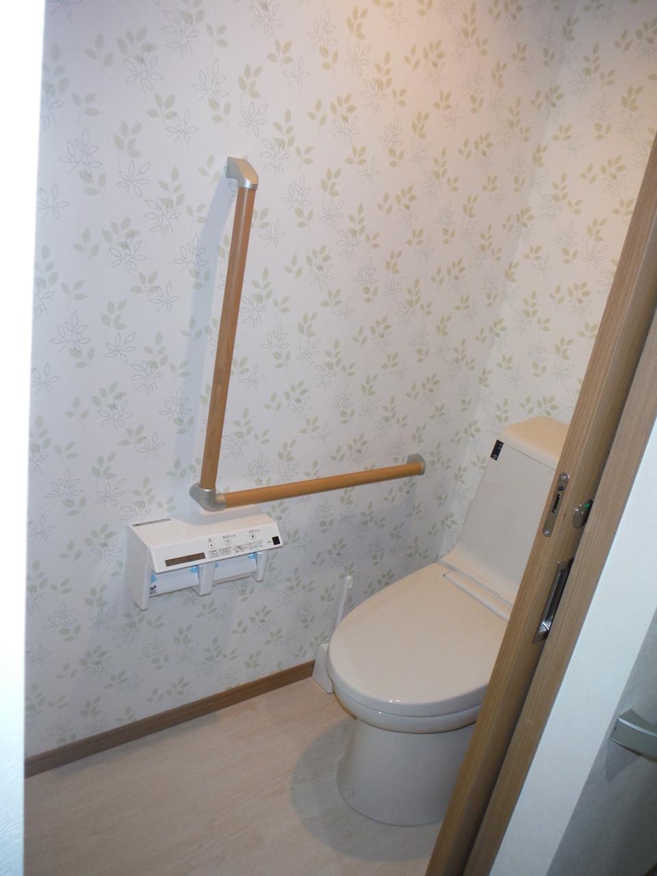 トイレ -各居室手すりを配置-