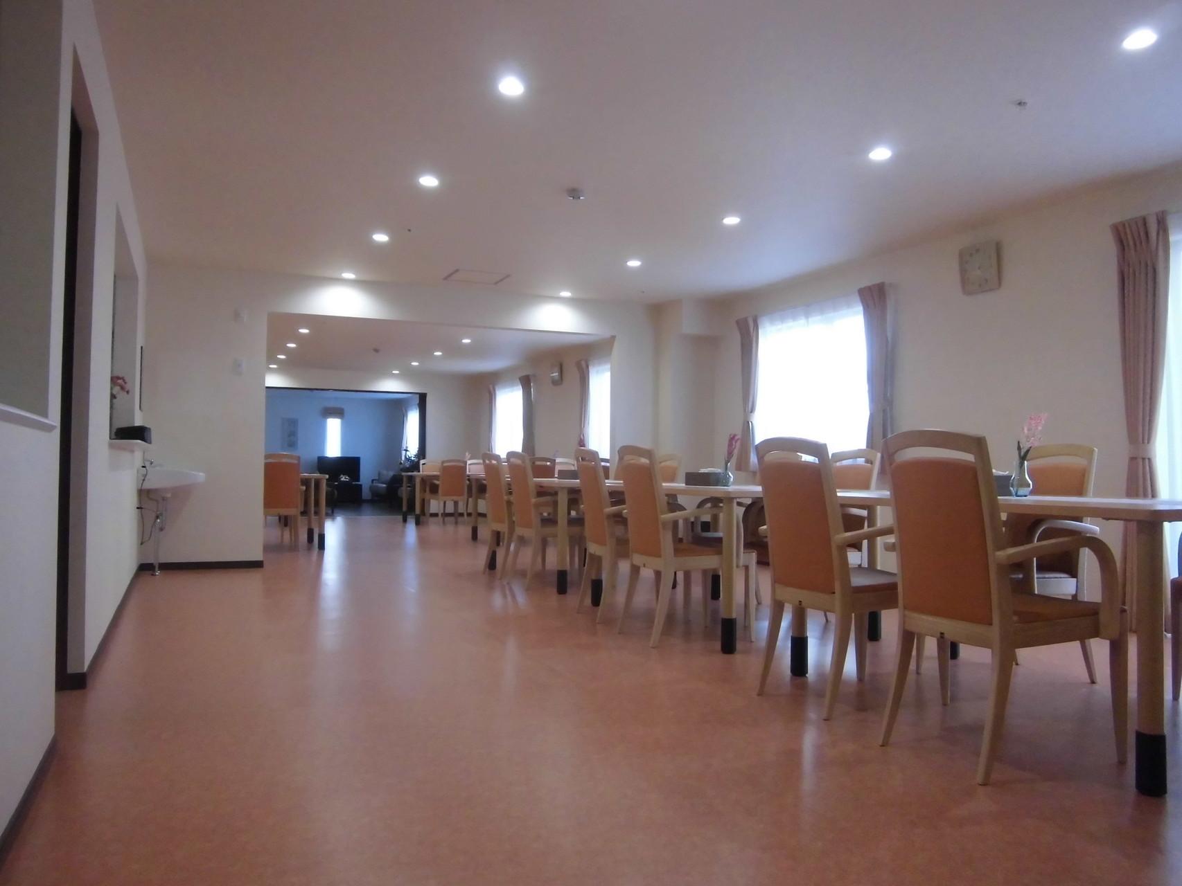 食堂(奥に談話室)