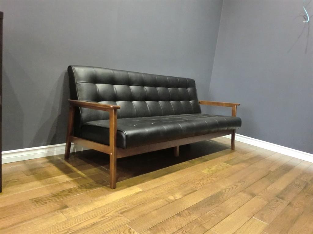 待合スペース -すわり心地の良い椅子で御客様をお出迎え致します-