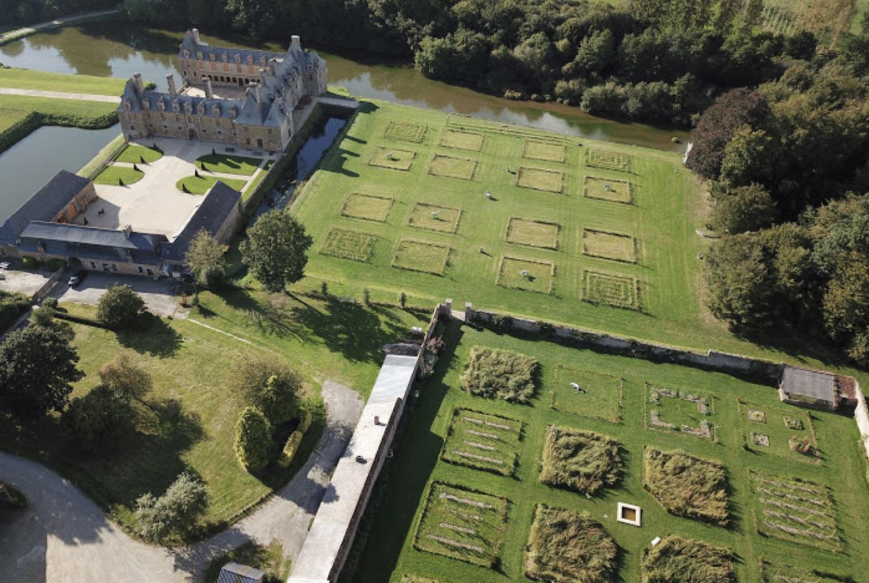Château Le Rocher Portail et ses jardins