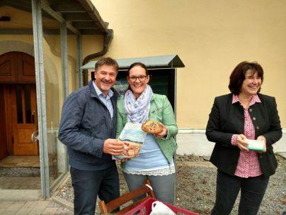 """Aktion """"Minibrot"""" an Erntedank – nach dem Gottesdienst wurden die kleinen Brote für einen guten Zweck verkauft."""