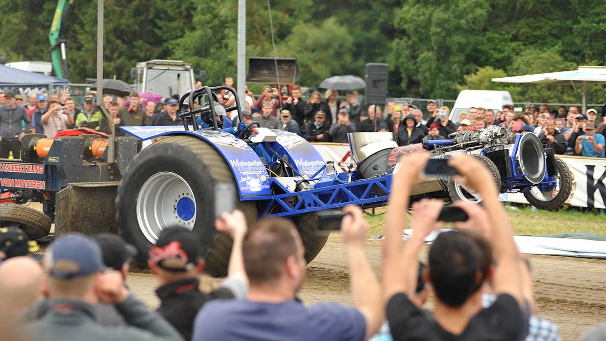 """Tractorpulling in Berghausen im Juli - """"Full Pull"""" für eine Super-Show"""