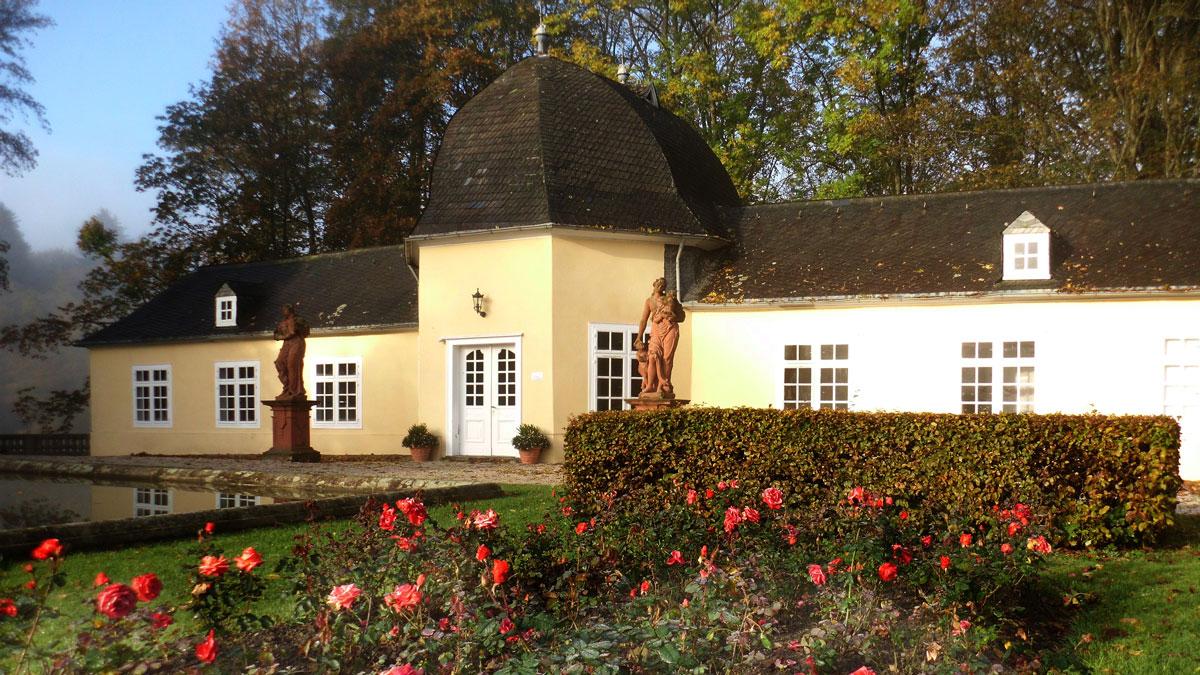 """Im oberen Schlossgarten, hinter dem Reitplatz, liegt die """"Orangerie"""""""