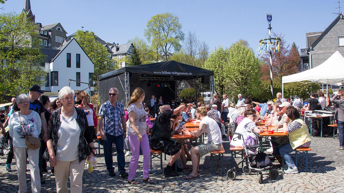 Wollmarkt auf dem Marktplatz - mit Wonne und Wolle den Mai begrüßen