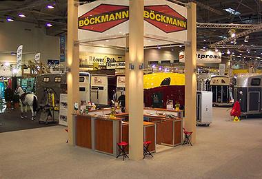 Großflächige Produktpäsentation der Firma Böckmann Anhänger im Messedesign von ASCOLAN Messebau
