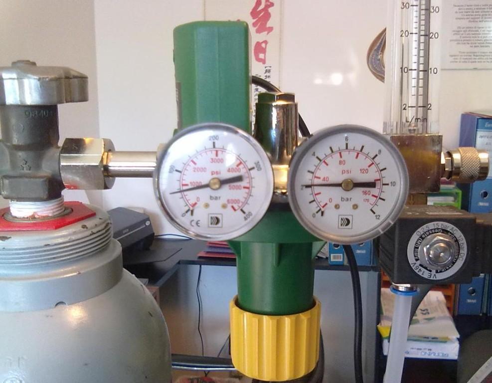 2 Riduttore di pressione - Preriscaldatore Flussimetro - Rubinetto di Regolazione - Elettrovalvola