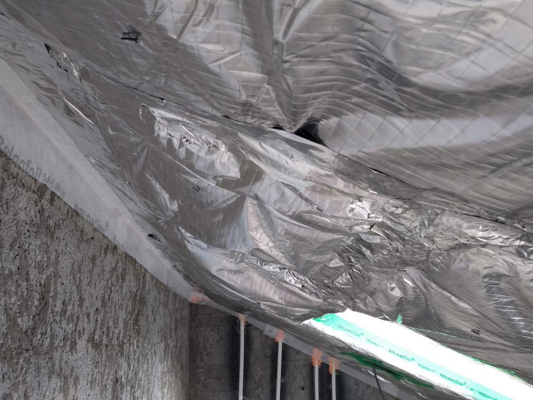 Dangerous voids at the SuperQuilt insulation layer, caused by inappropriate taping