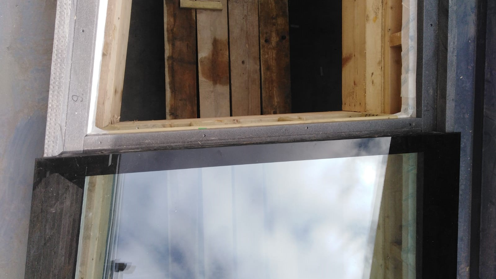 Triotherm+ to support and insulate the upstand for a roof light