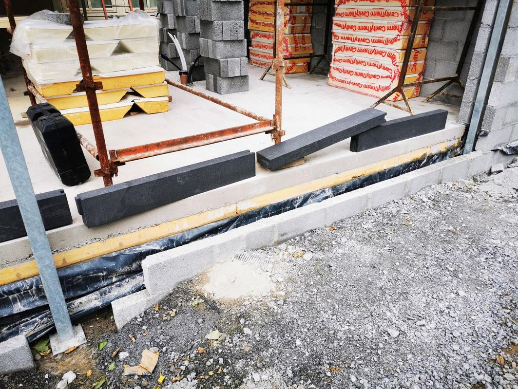 The Challenge: Create a load bearing support without thermal breaks for 3 sliding doors in an extension in Tralee.