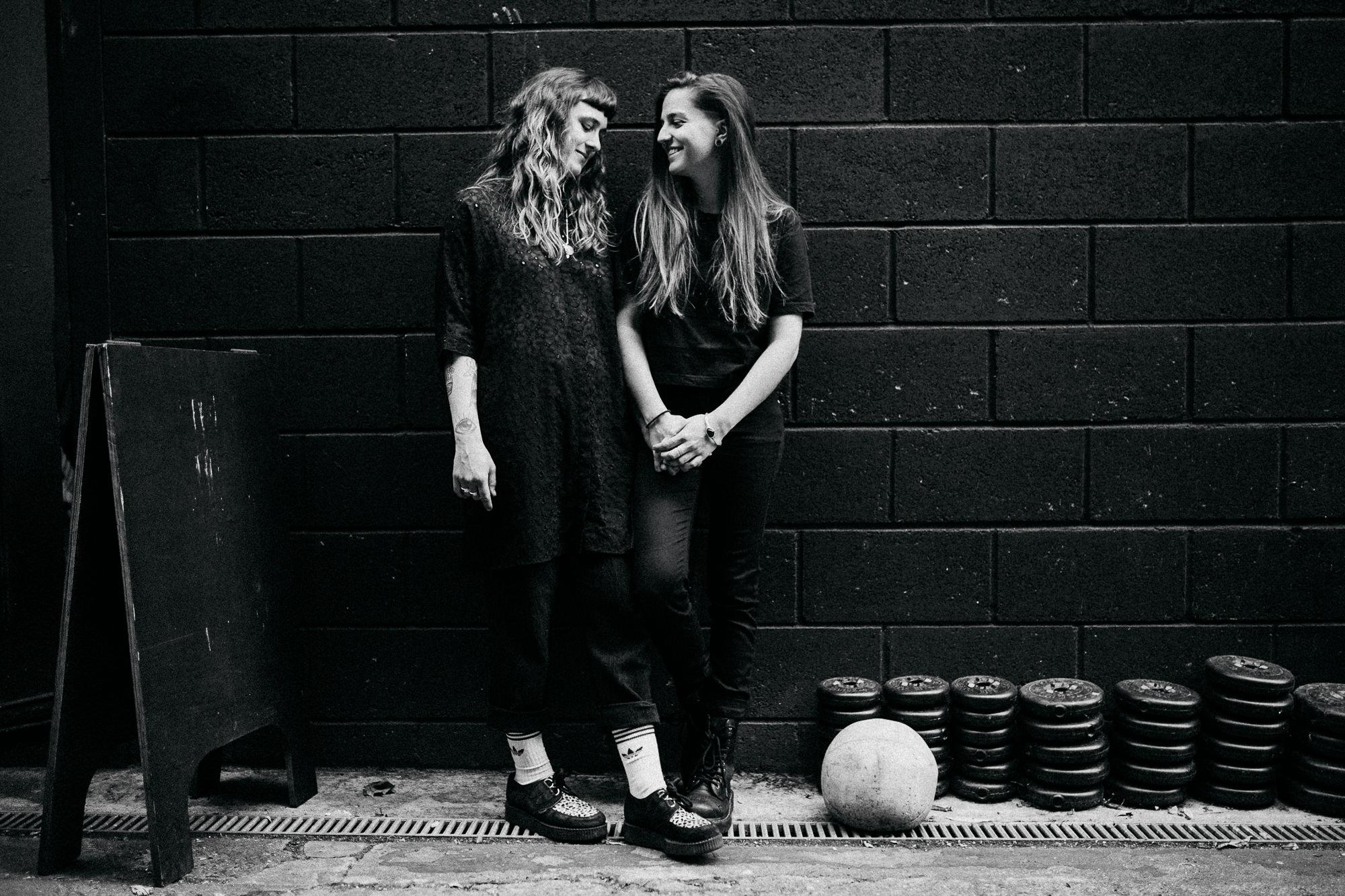 Urbanes Couple-Fotostory in Hamburg von Alina Atzler Fotografie