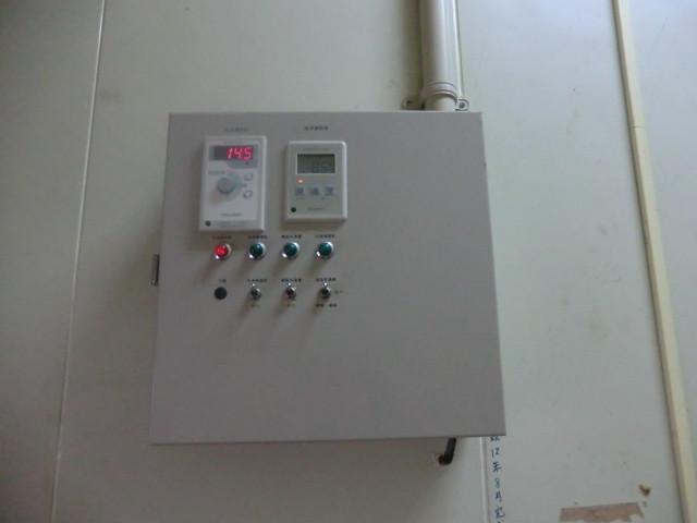 このコンピュータで、温度と湿度を管理しています。