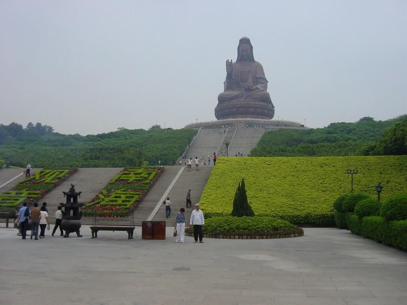 Der große Bronze Buddha mit 62m