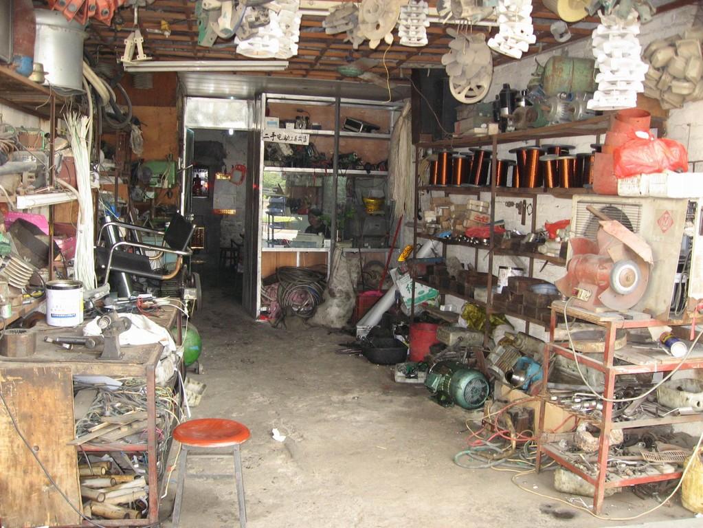 Vorne Werkstatt, hinten Wohnstätte