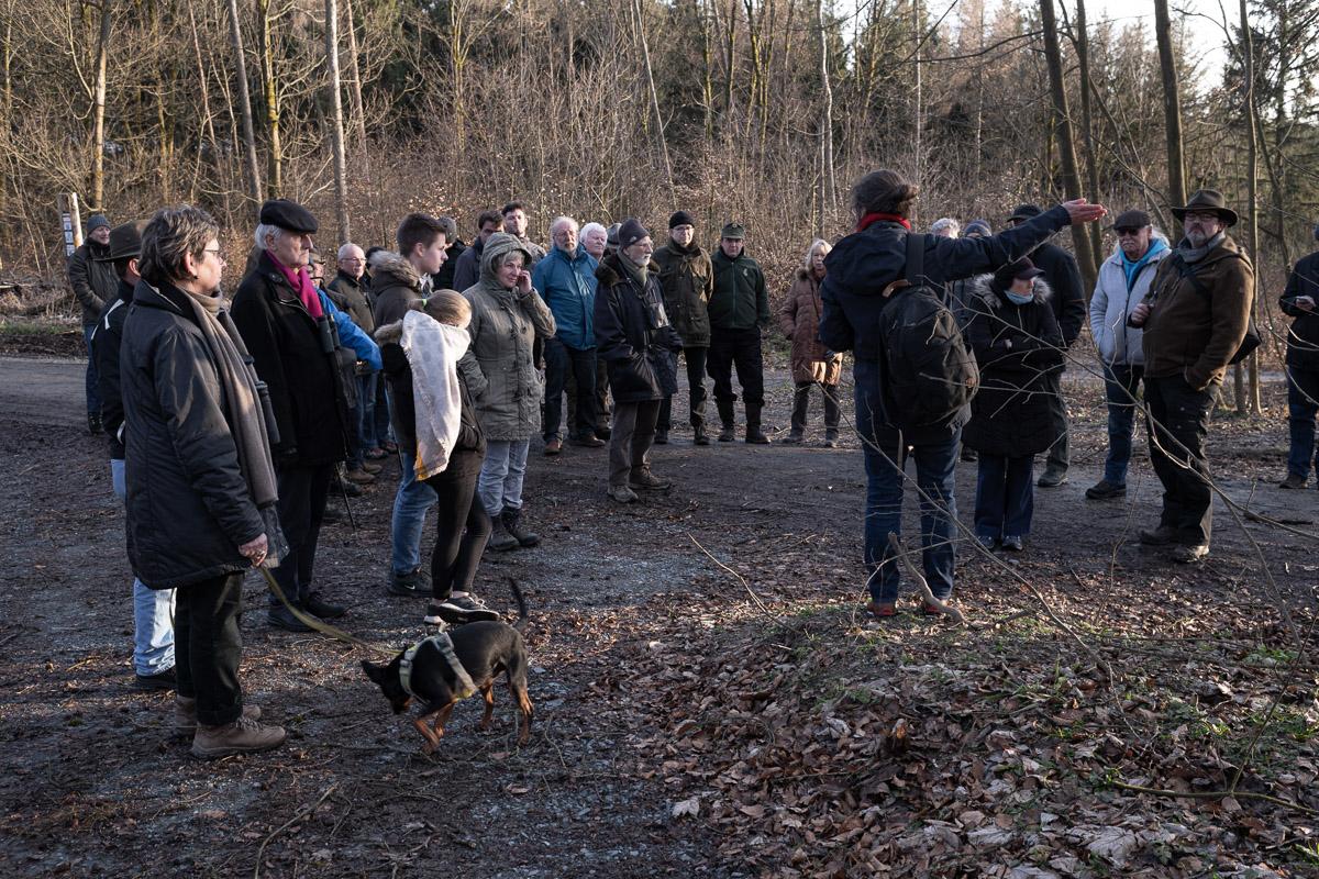 Die Auswirkungen der geplanten Frankenwaldbrücken auf das FFH-Gebiet zu dem das Höllental gehört, erläuterte vor Ort Swanti Bräsecke-Bartsch. © Foto: Stephan Amm