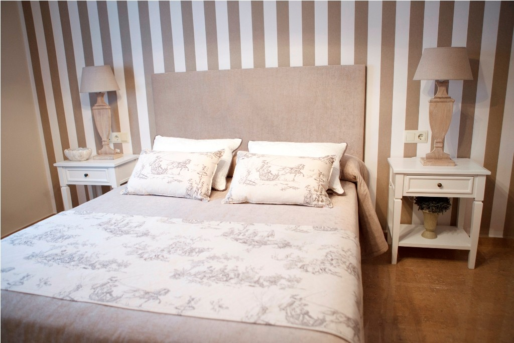 Colcha confeccionada con manta de pie para el dormitorio principal