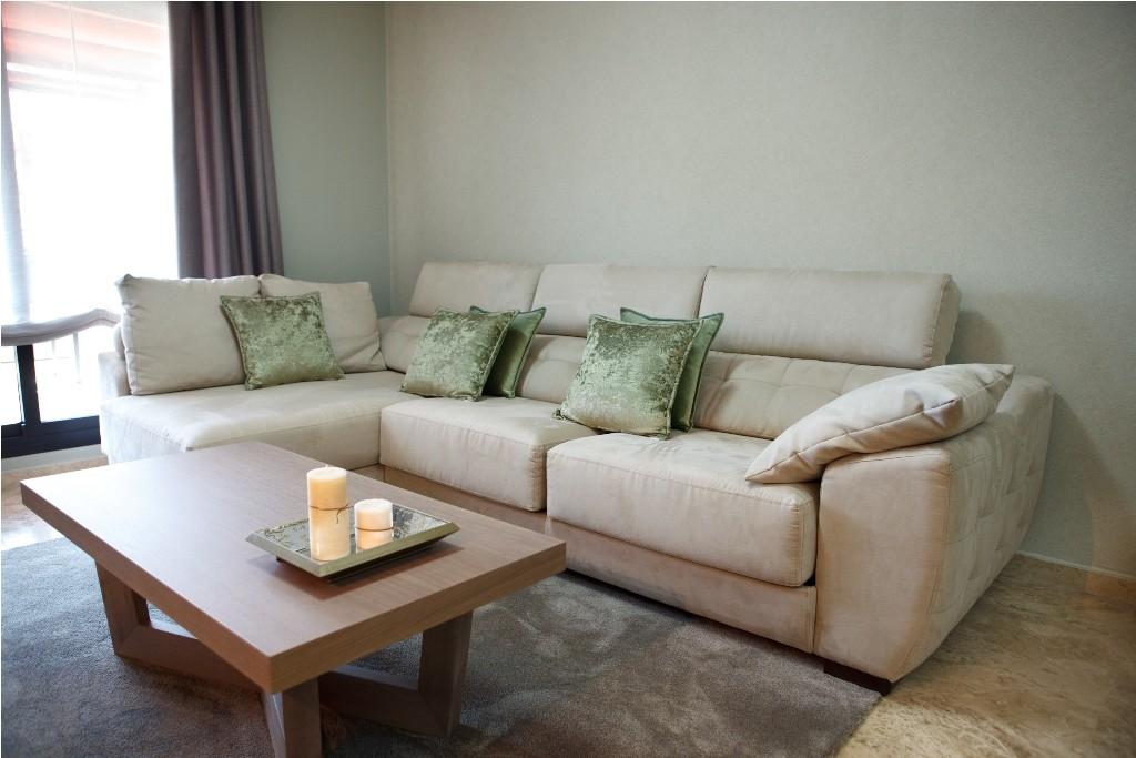 Sofá 3 plazas deslizante y chaise longue tapizado en color arena para el salón
