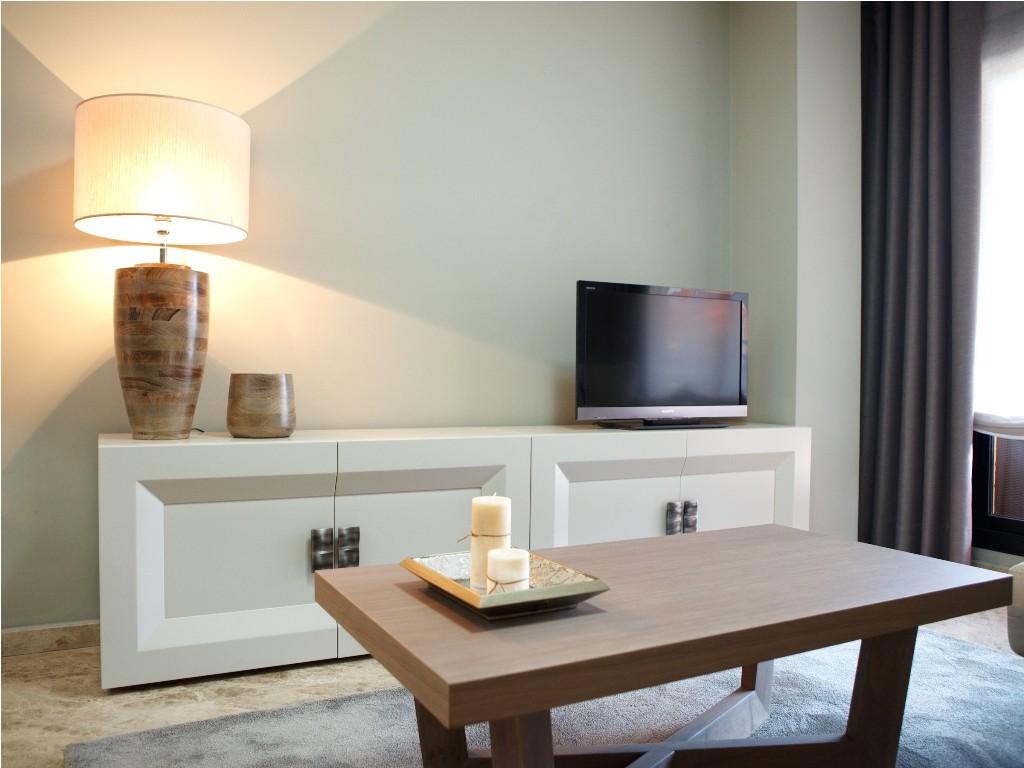 Mesa de centro en madera color roble para el salón