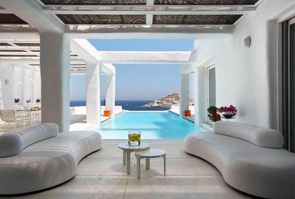 Vista exterior, lounge con piscina