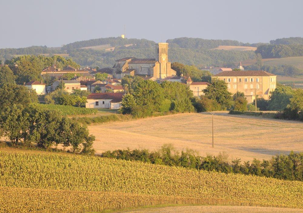 Zoom af kirken i St Puy - Foto: Arne Øberg