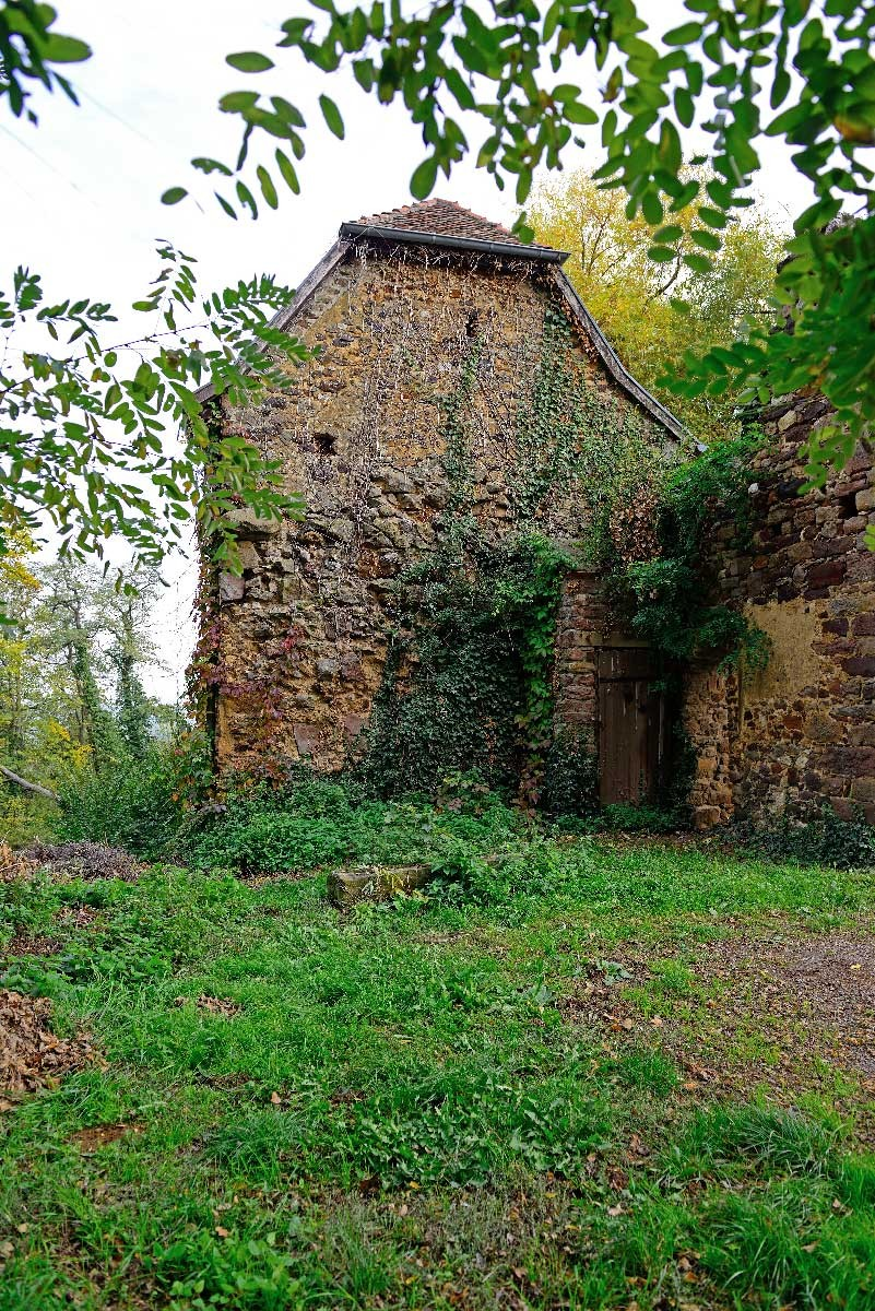 Battenberg; Nebengebäude der Burg